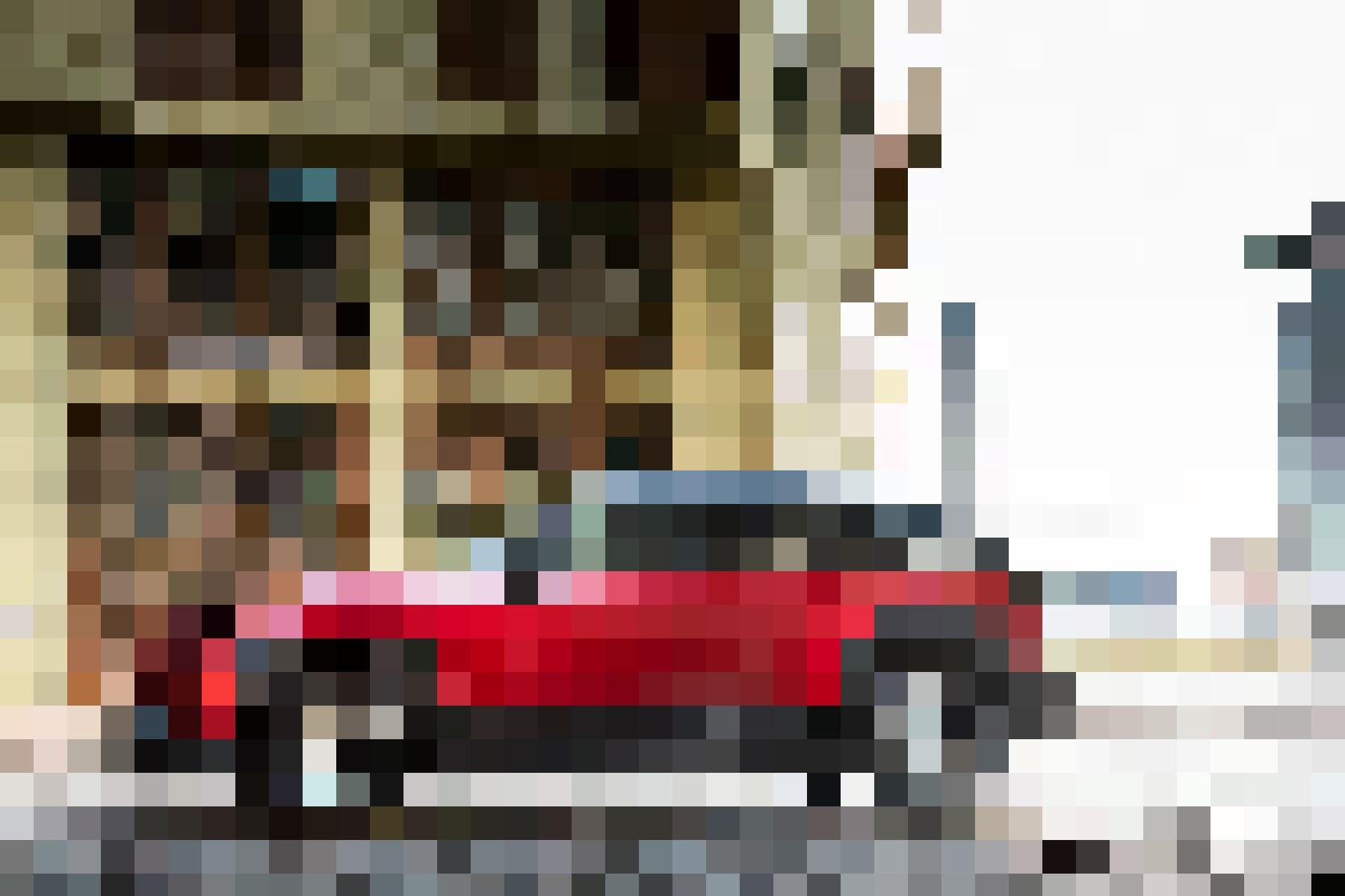 Tout dans la silhouette de ce SUV aux apparences de coupé urbain laisse à deviner aisément la dynamique et la tension caractéristiques d'un félin prêt...