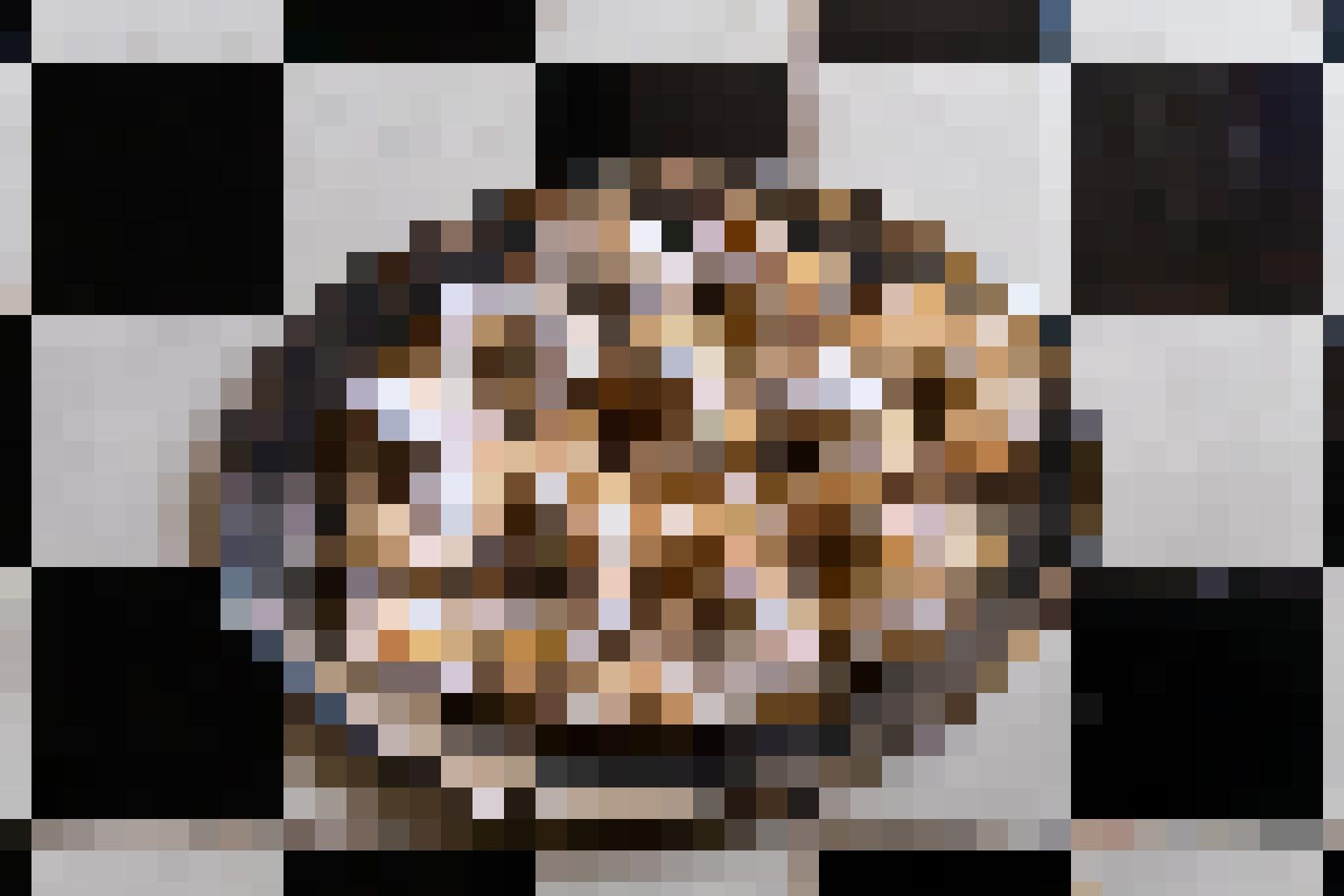 Préparer des douceurs ensemble est un must avant les répétitions. Aujourd'hui, les petits croissants à la vanille sont à l'honneur. Tu en trouveras un...