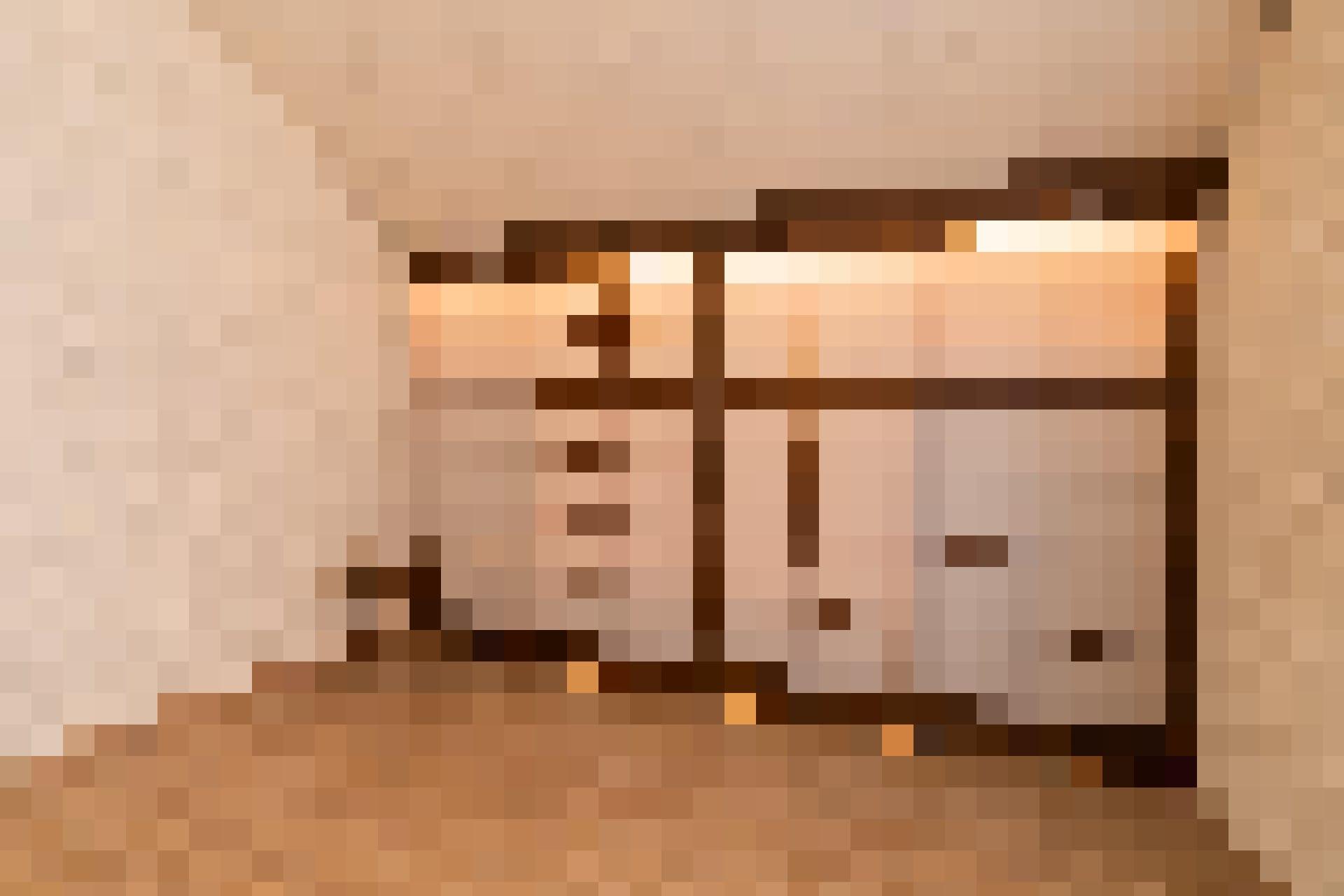 Ein weiterer Blickfang ist der Schrank mit den traditionellen japanischen Shoji-Schiebetüren. Er ersetzt den Einbauschrank, der sich vorher da befunde...