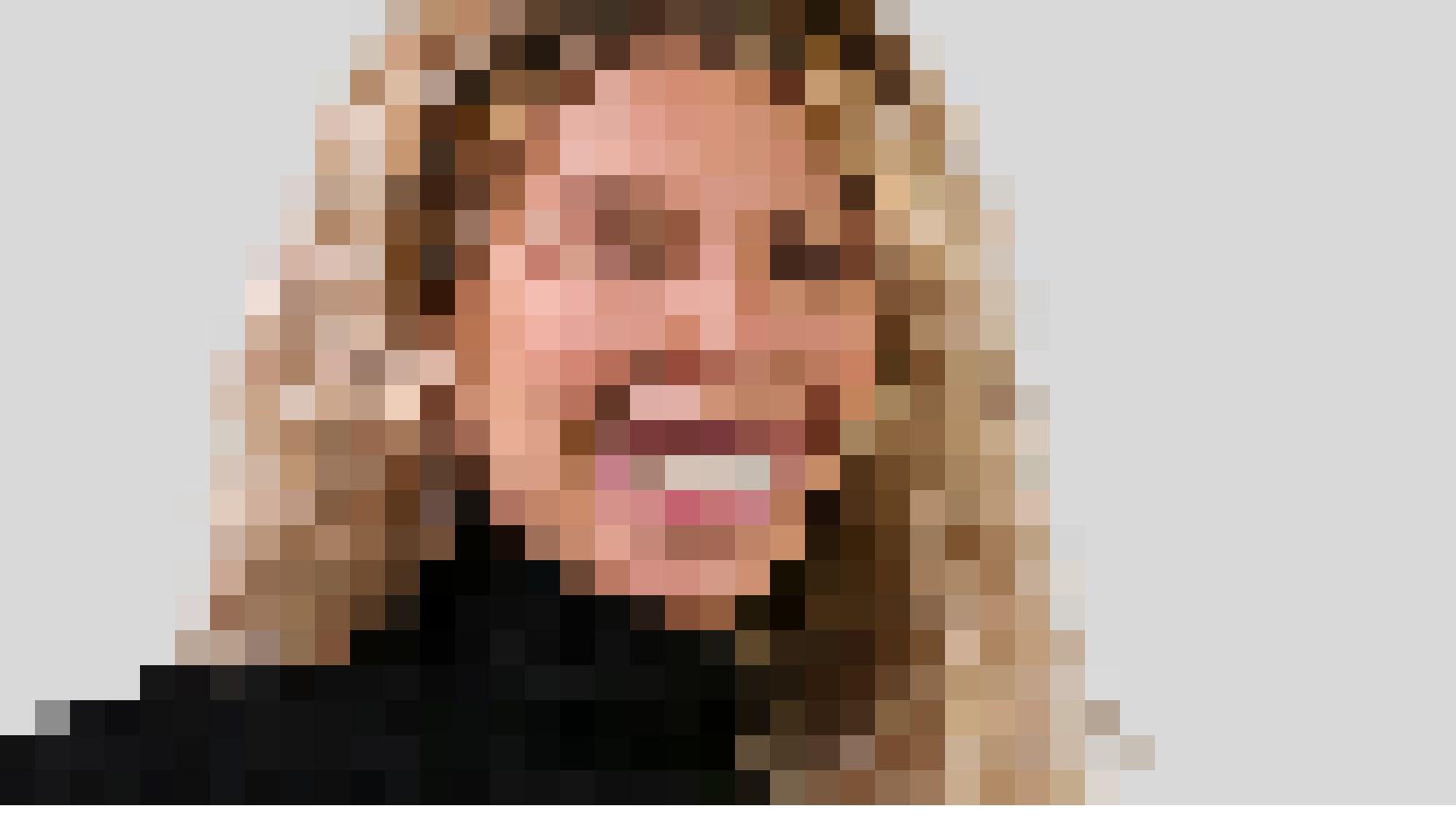Wurde in der Kindheit wegen ihrer Zähne gehänselt: Dank bestsmile Alignern kann sie wieder richtig lachen.