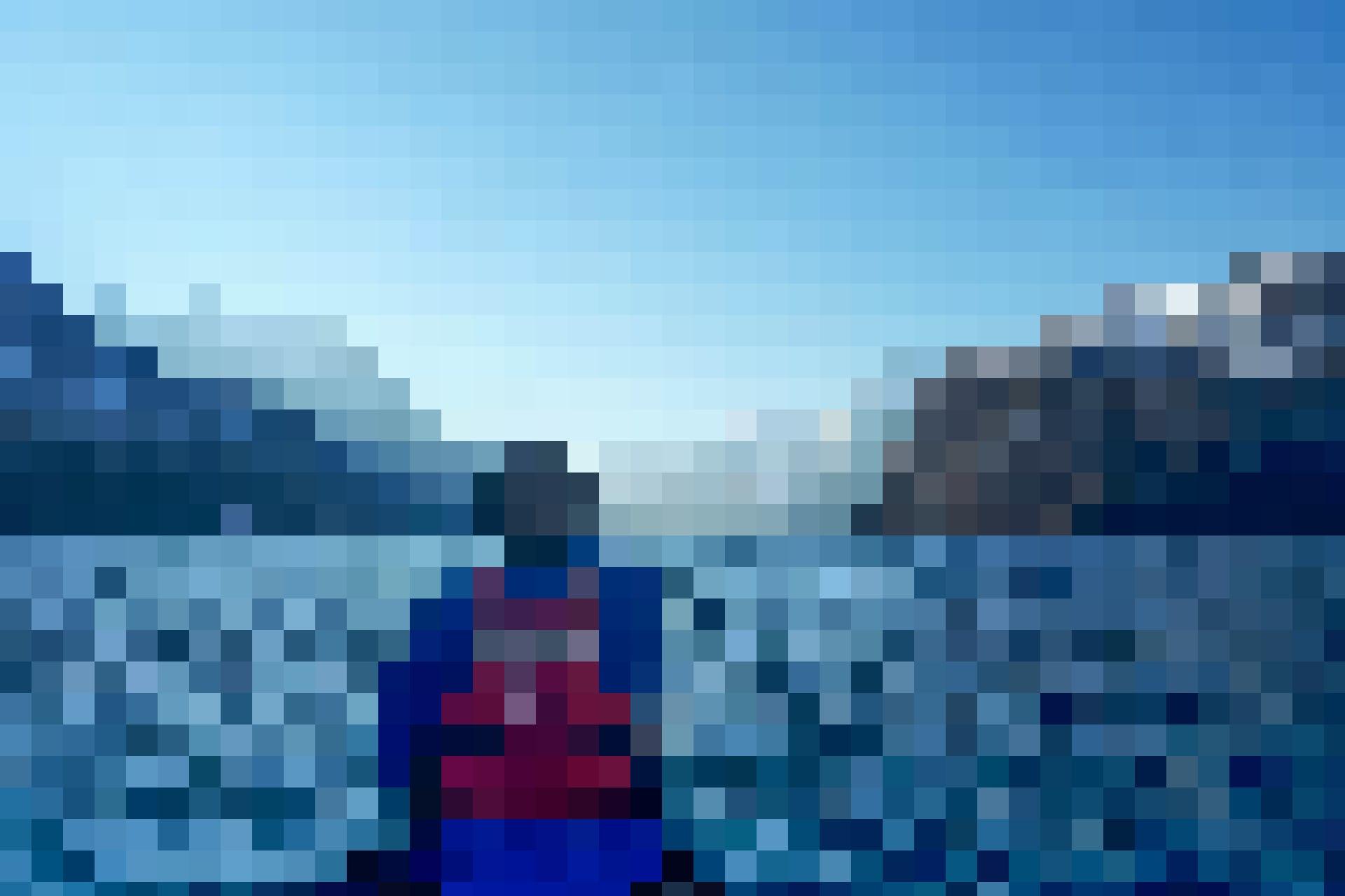 Im Kanu hat man eine traumhafte Sicht auf die Bergkulisse.
