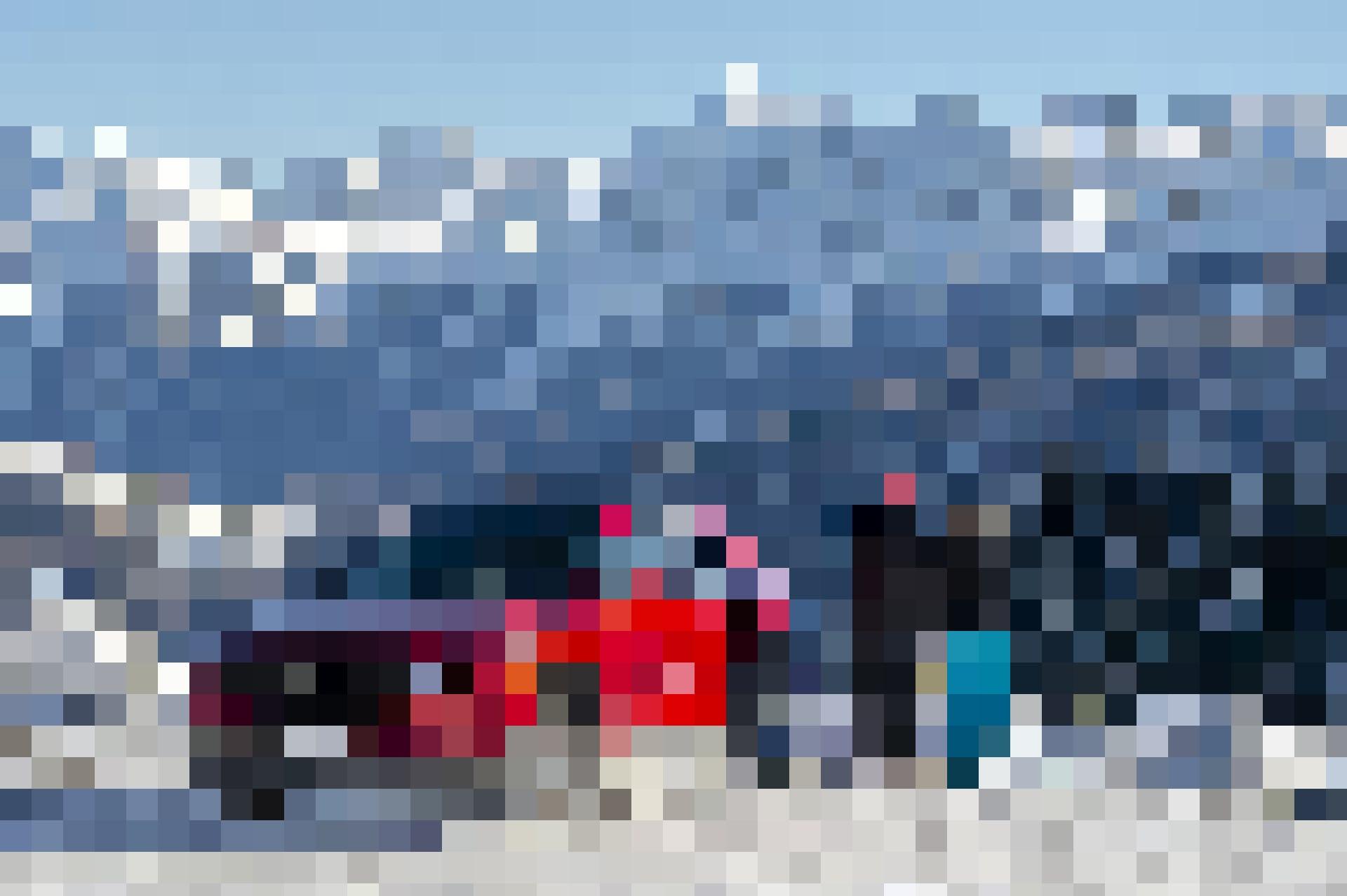 Severin und Laura bewundern die Aussicht auf das Val Müstair.