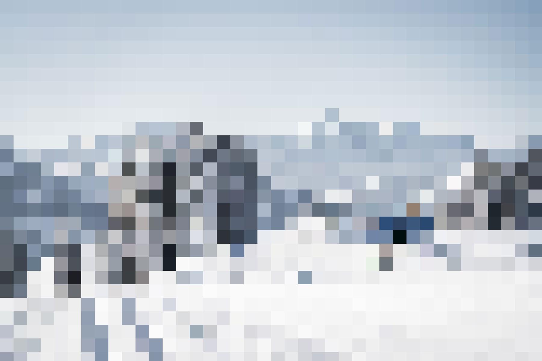 Neben den Skipisten warten wunderschöne Loipen auf Gäste: Langläufer auf dem Sparenmoos, Zweisimmen.