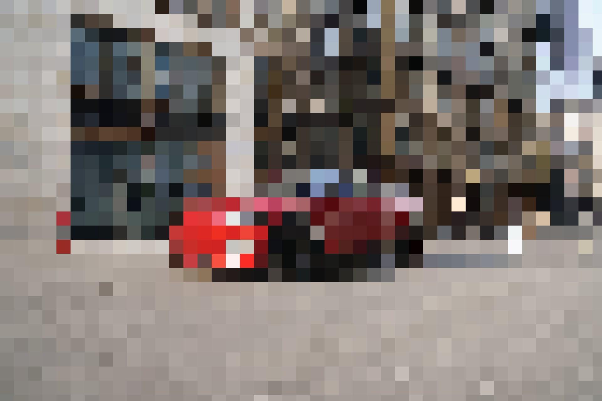Einmal lautlos über den Münsterhof in Zürich. «Gut, dass man mich kaum hört», sagt der unbekannte Fahrer.