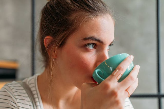Tee wärmt nicht nur, er hat auch – je nach Inhaltsstoffen – wertvolle Auswirkungen auf Körper und Seele.