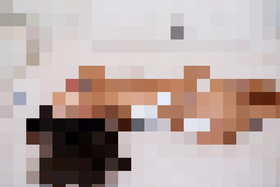 Ältere Frauen, auch Cougars genannt, erfüllen sich ihre sexuellen Wünsche anonym im Internet.