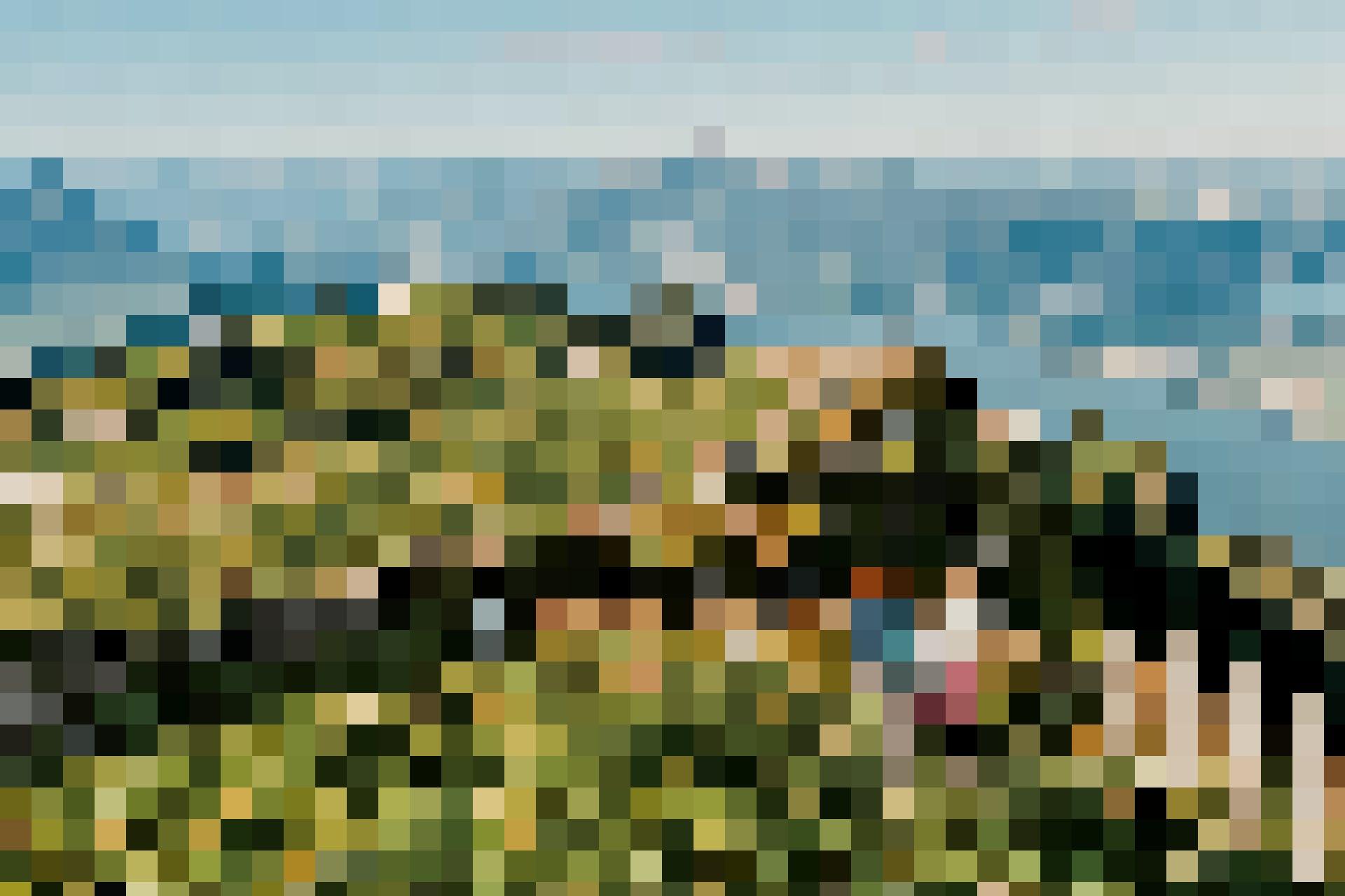 Tell-Trail Etappe 3: Zwei Wanderinnen auf der Rigi mit Pilatus und Vierwaldstättersee im Hintergrund.