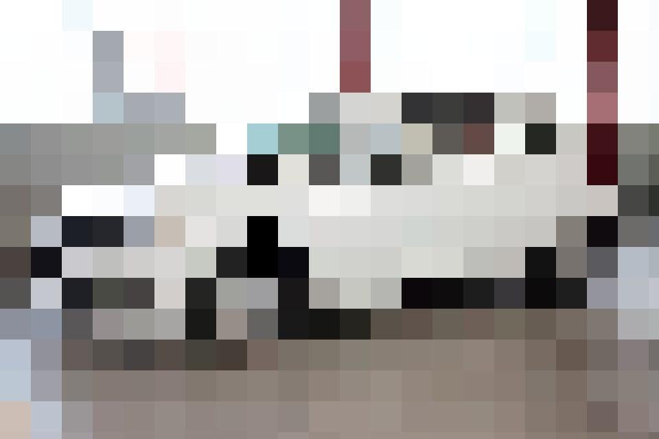 Der VW Polo ist eines der beliebtesten Alltagsautos und hat gegenüber dem VW Golf stark aufgeholt. Er verfügt über DAB+ RAdio, eine 2-Zonen Klimaanlag...