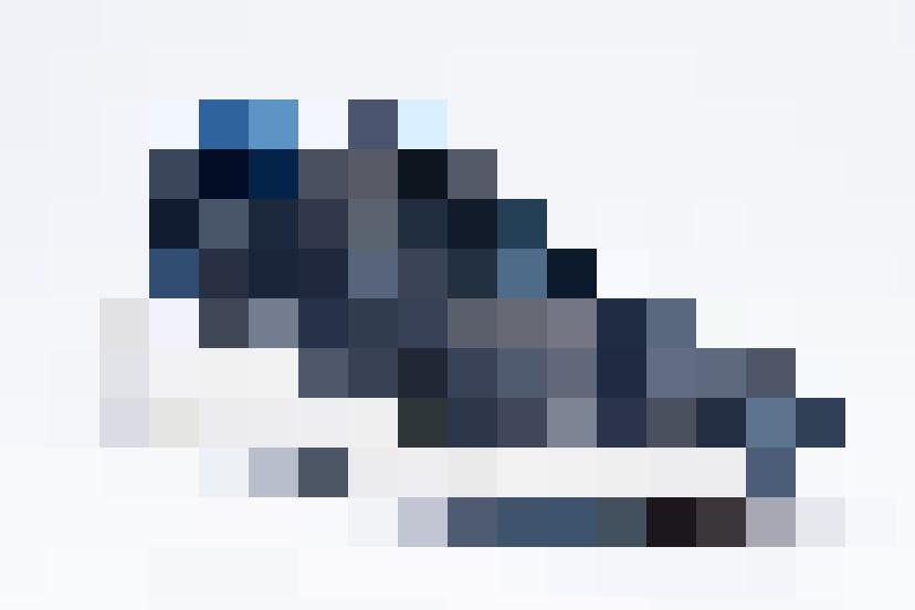 Das Modell Giulia Dark Blue für Damen.